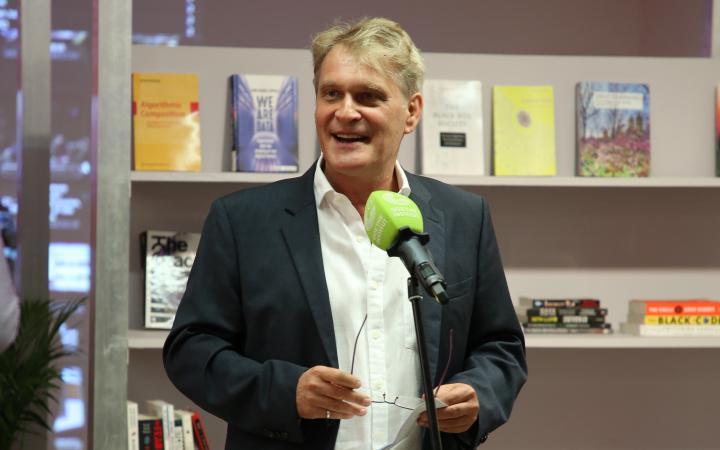 Dr. Martin Wälde, Director of the Goethe-Institut Max Mueller Bhavan Mumbai, speaks at the opening.