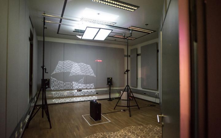 Nuno Cabrita, »Closer/Farther«, interactive installation