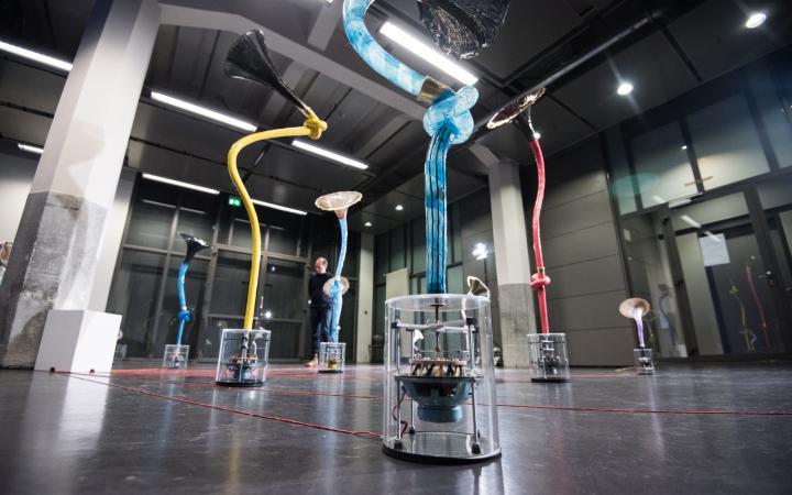 Douglas Henderson, »Summer of Love«, sound installation