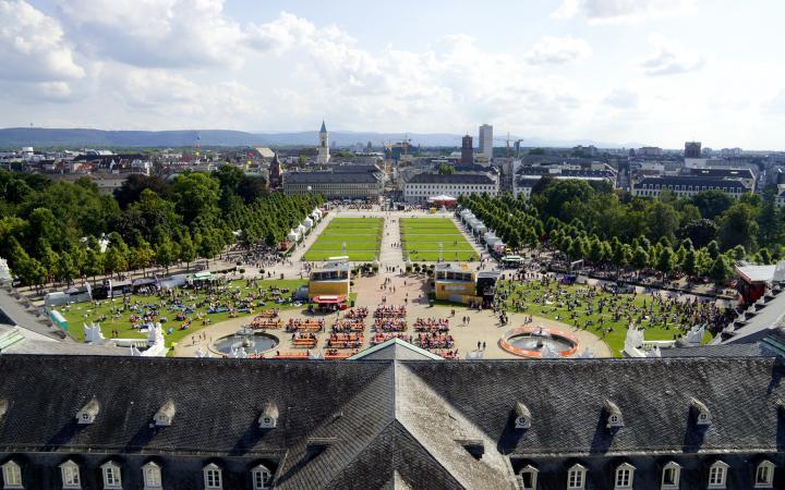 Blick auf den Karlsruher Schlossplatz
