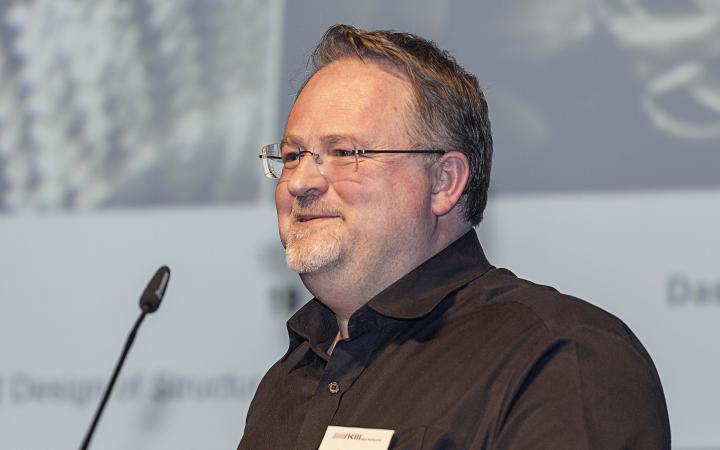 Toni Kotnik at his presentation at the Frei Otto Symposium