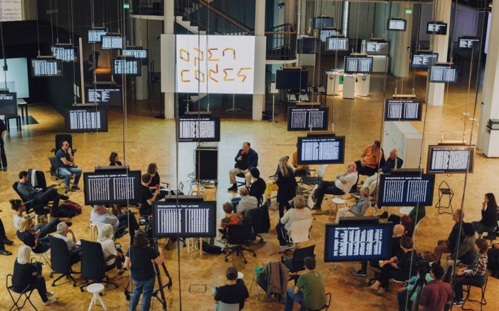 Blick in die Ausstellung »Open Codes. Die Welt als Datenfeld«