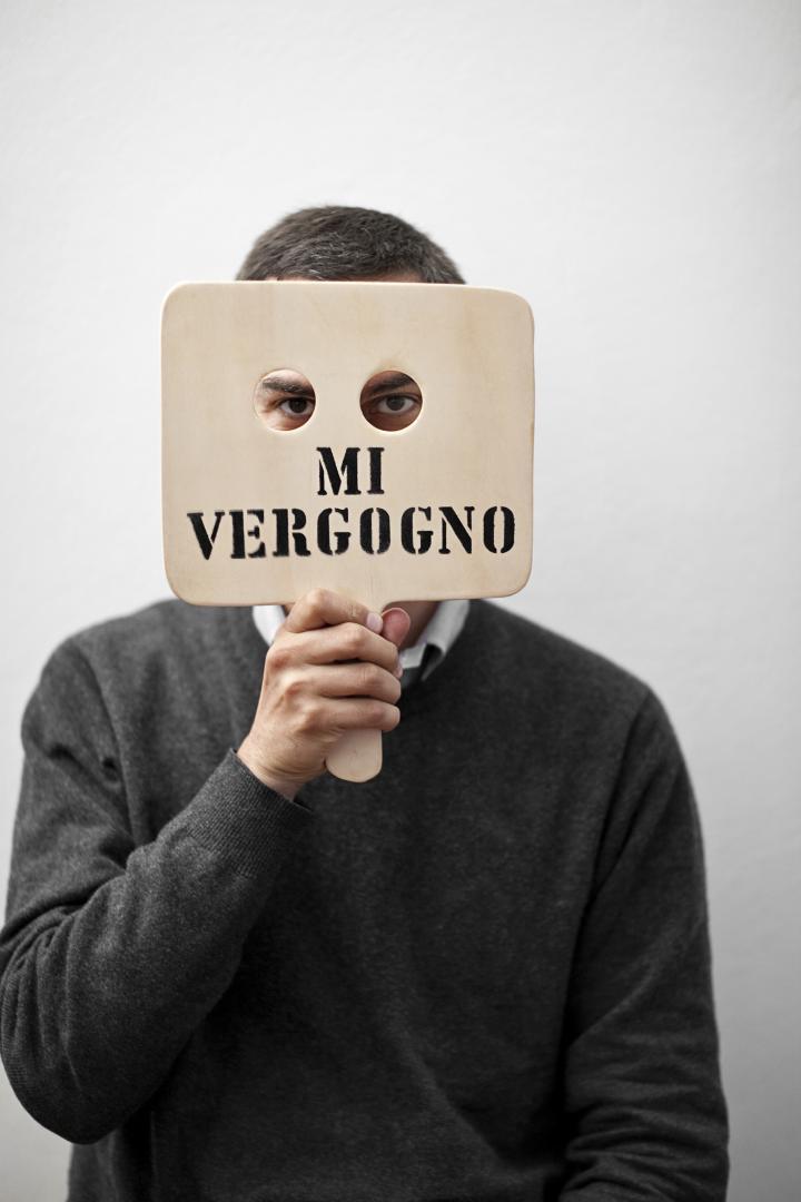 Gianfranco Baruchello, Mi vergogno, 2000