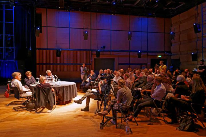 Panel and public during the symposium »Flusser-Talks« in the ZKM_Cube