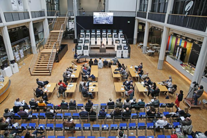 Das Tribunal im ZKM_Foyer