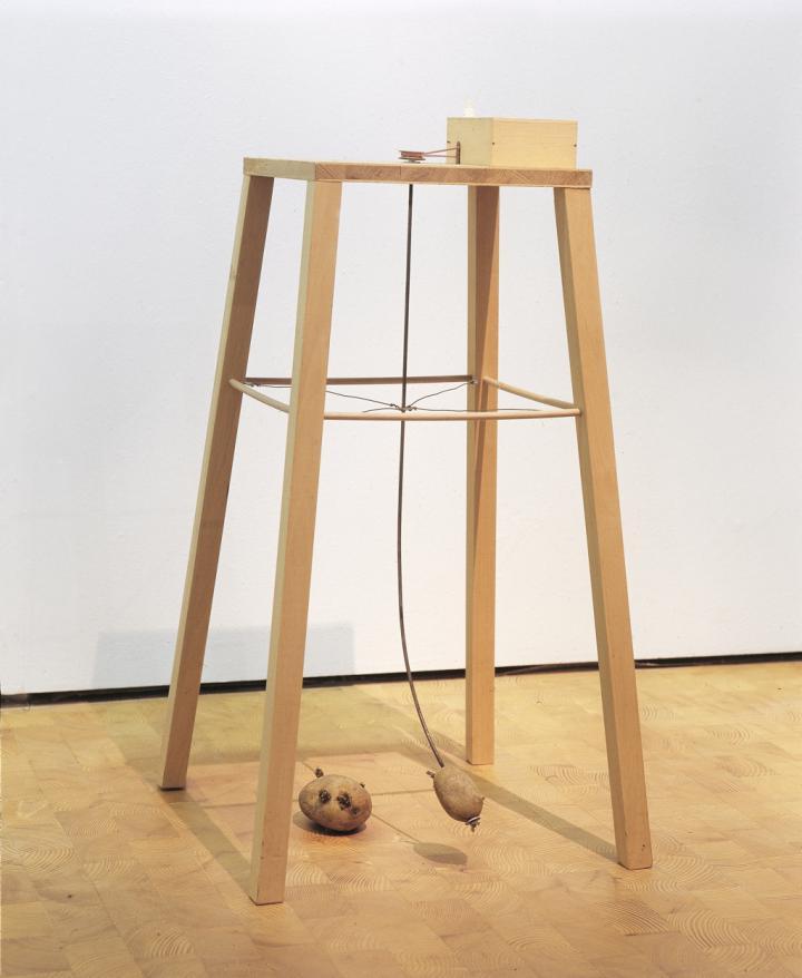 Werk - Apparat, mit dem eine Kartoffel eine andere umkreisen kann