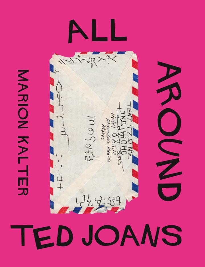 Pinkfarbene Titelseite mit dem Bild eines beschrifteten Briefumschlags, schwarze Schrift.