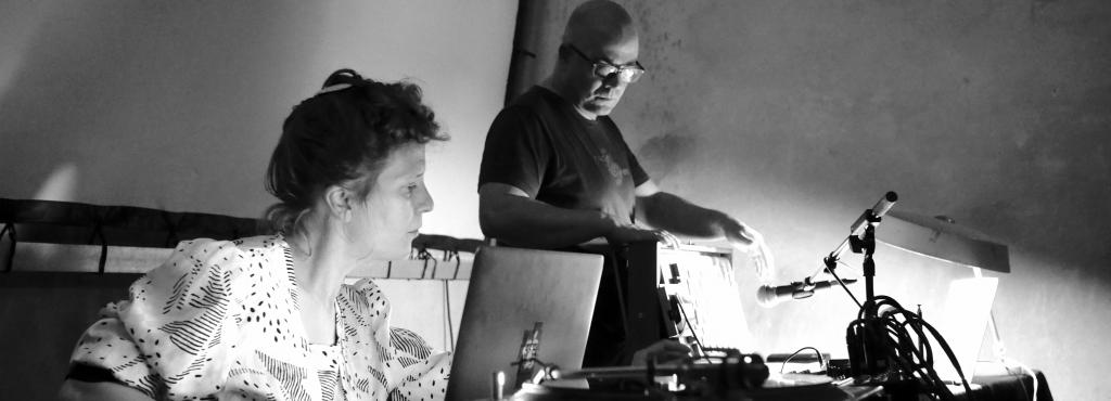 "DinahBird and Jean-Philippe Renoult perform ""Shruti Loops"" at Ausland, Berlin 2016"