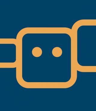 Ein orangenes Quadrat mit Augen auf blauem Hintergrund. Rechts und links davon kleinere Quadrate