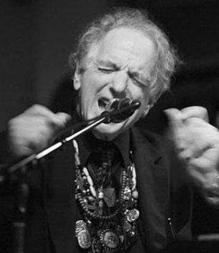David Amram singing in a mikrophone