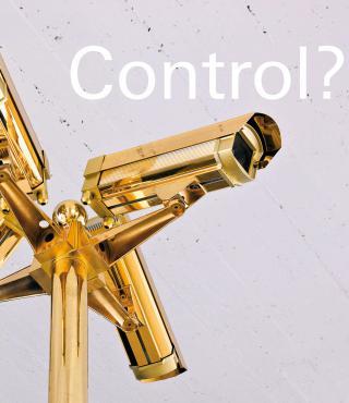 Eine vergoldete Überwachungskamera
