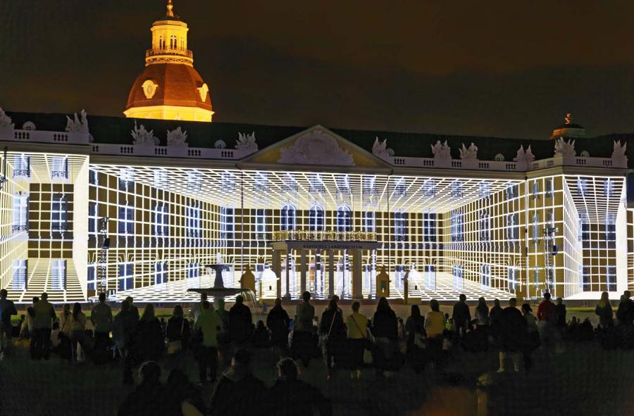 A grid is projected on the Karlsruhe palace