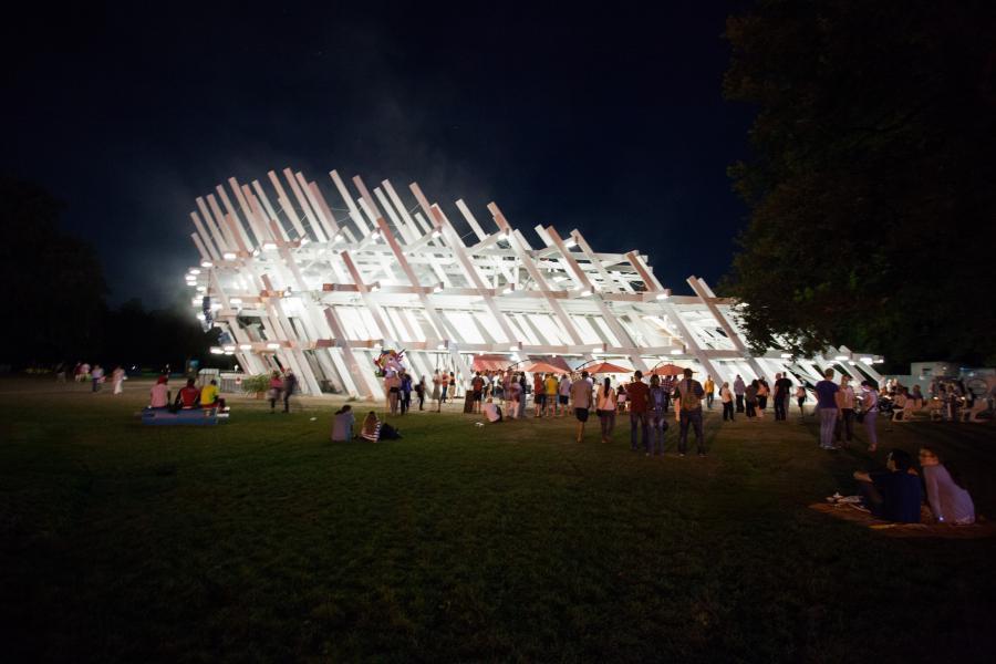 Der Pavillon bei Nacht