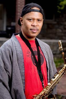Das Foto zeigt den Saxofonisten Steve Coleman