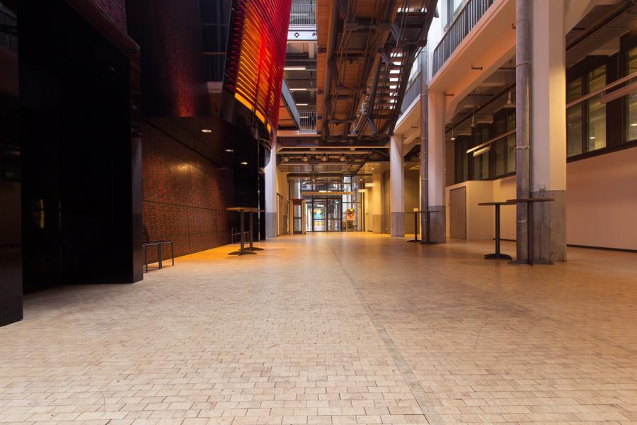 Durchgang vom ZKM_Foyer zur HfG