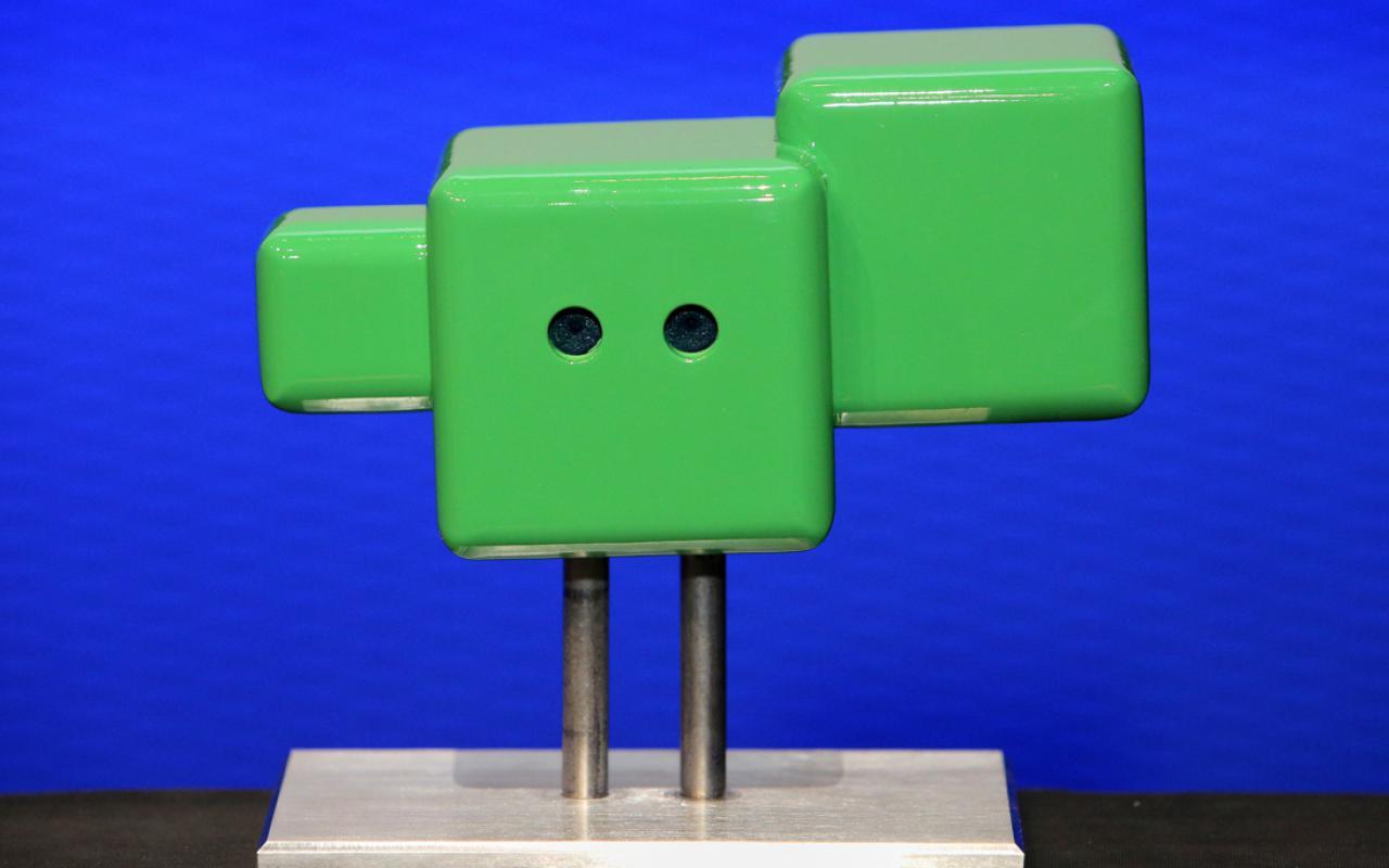 drei unterschiedlich grüne Quadrate mit Augen