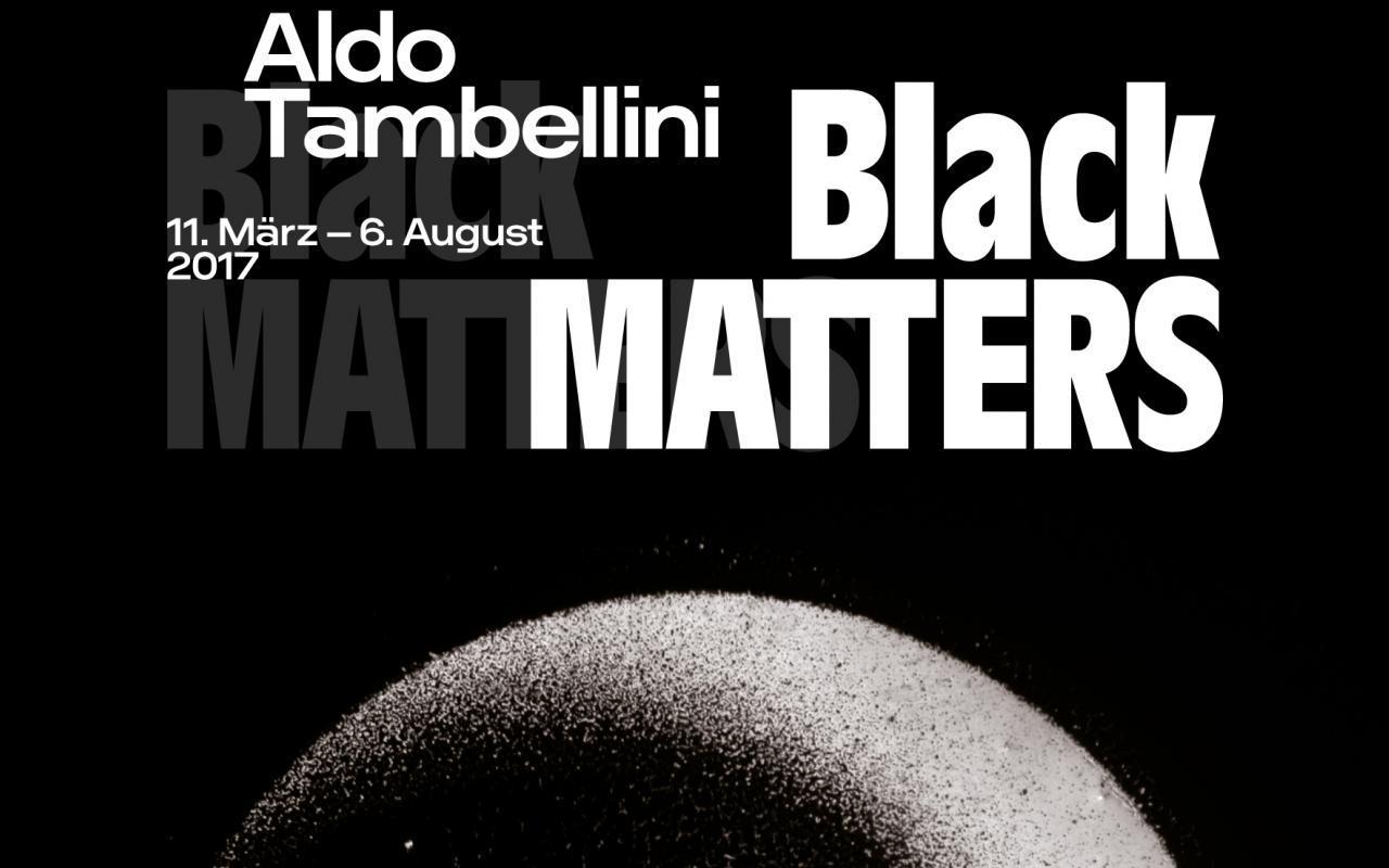 Schwarzes Titelseite mit weißer Schrift und kreisförmigen Abbildung.