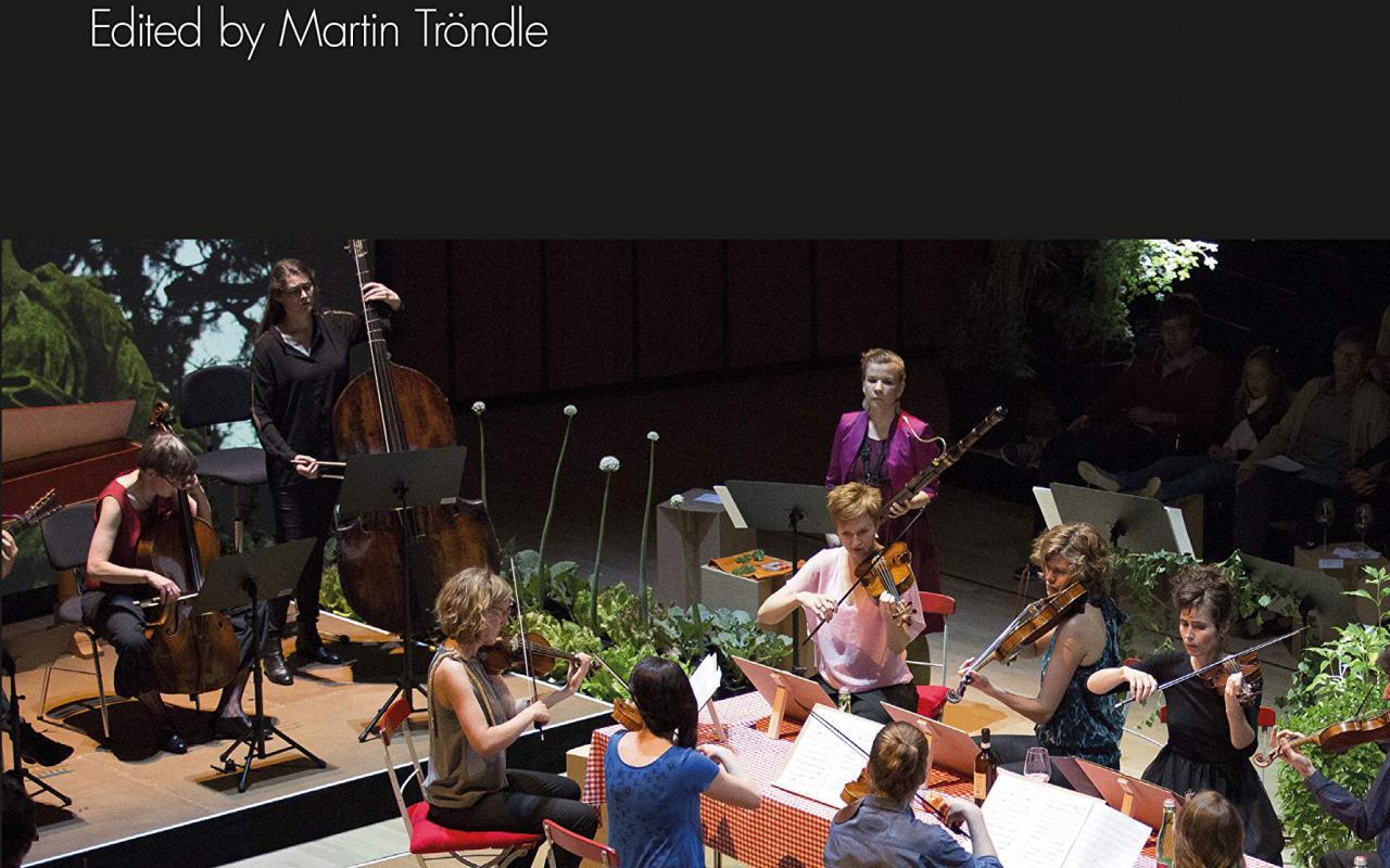 Cover der Publikation »Classical Concert Studies«, Blick in einen Konzertsaal auf Musizierende