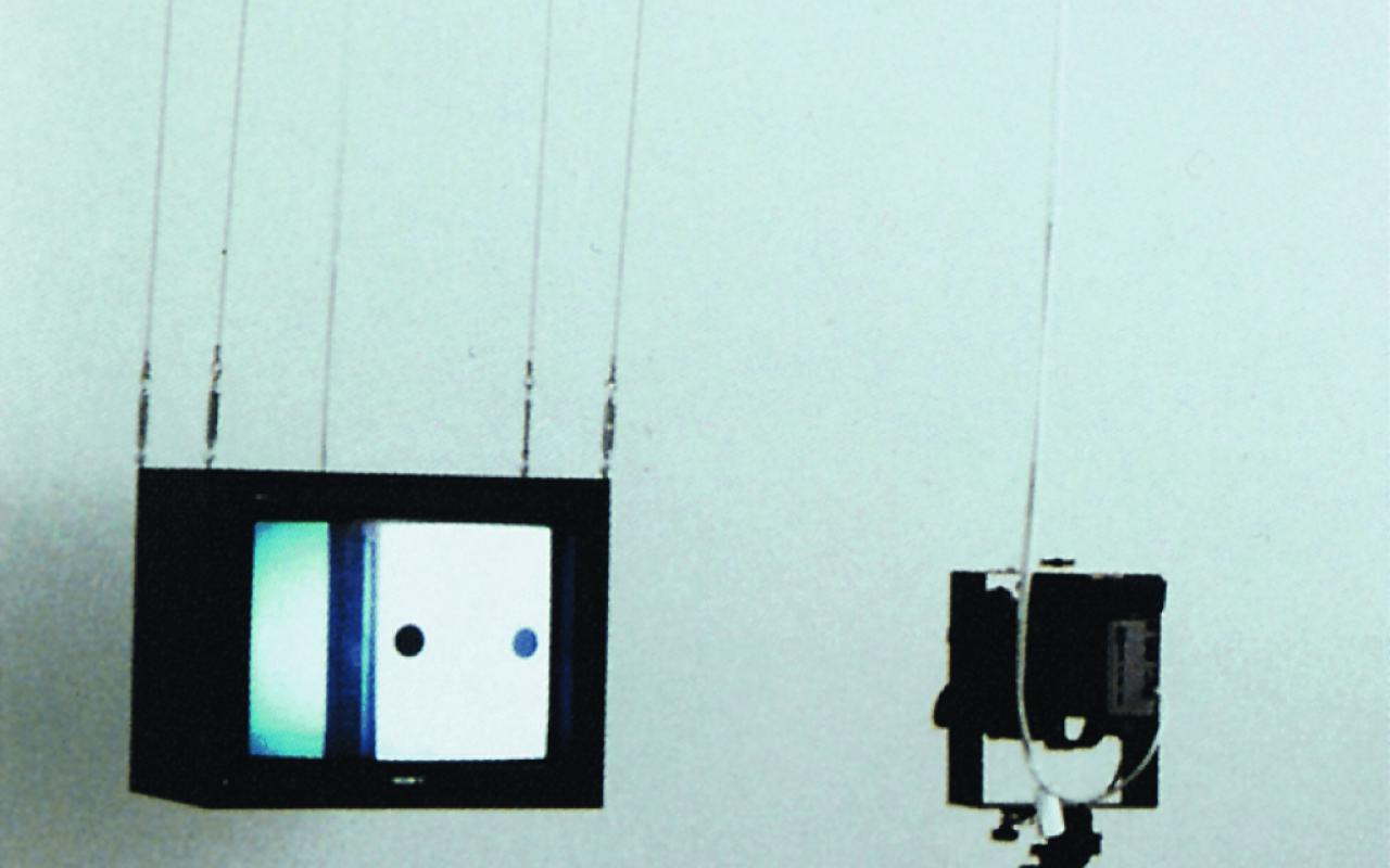 Pendelnder Fernseher