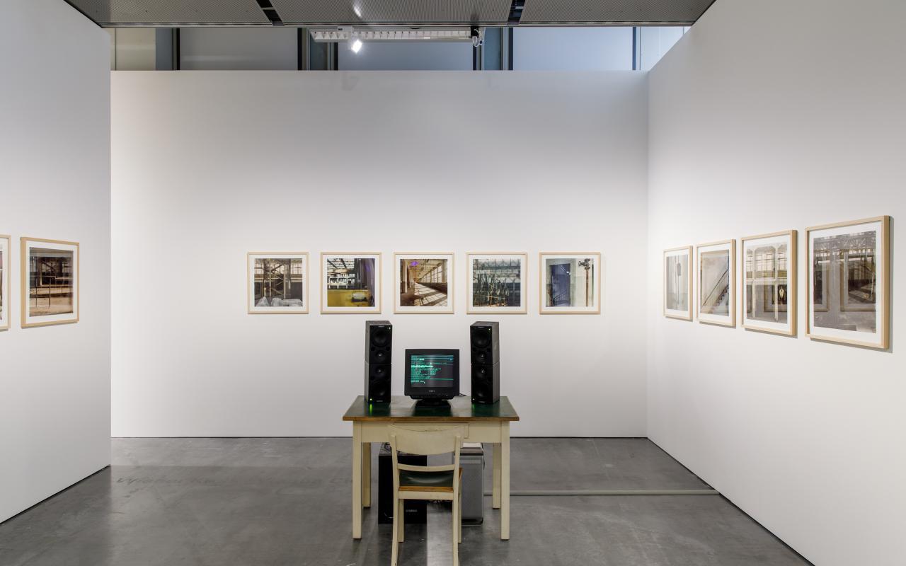 Eine Installation der Ausstellung »Writing the History of the Future«