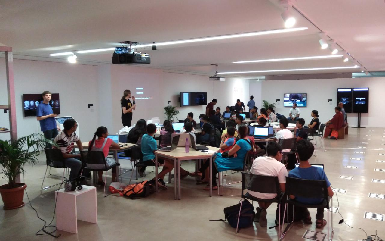 Teilnehmer des »Digital Embroidery« Workshops in Mumbai
