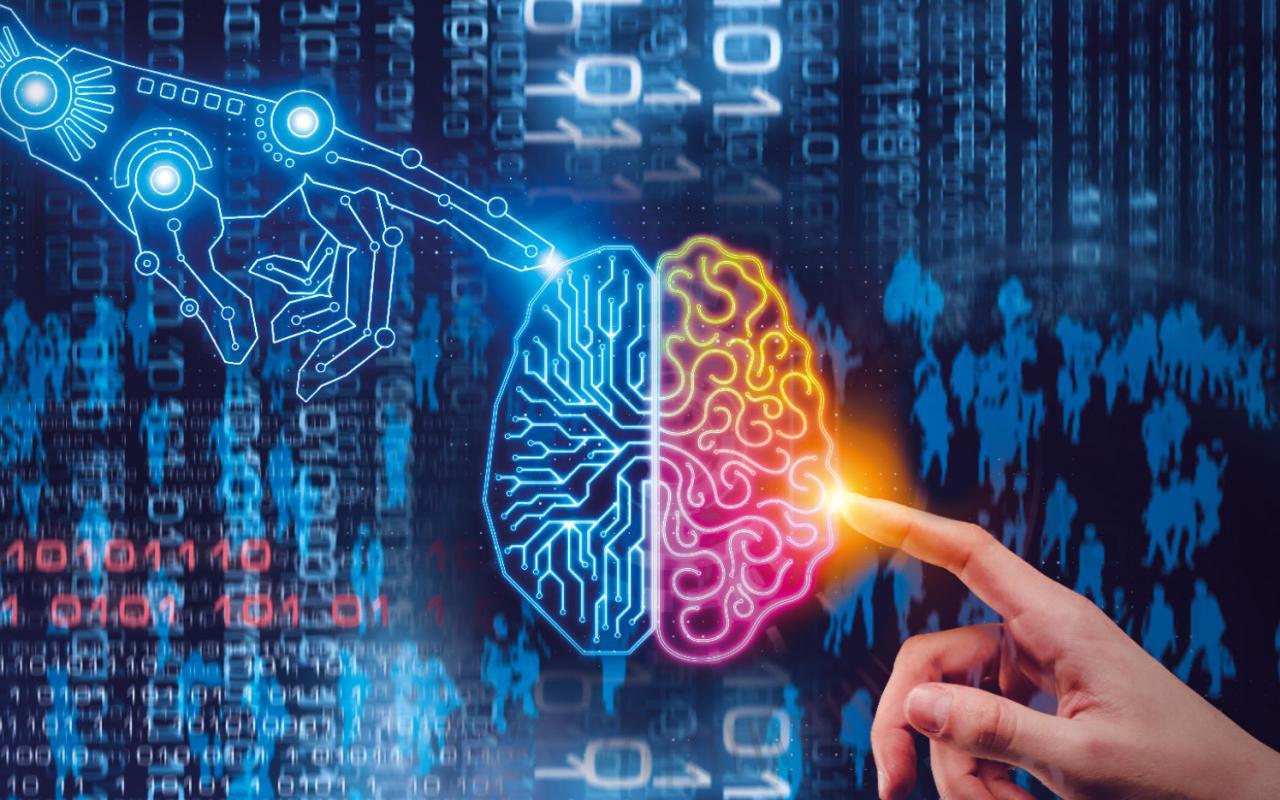 Eine blaue Grafik mit Binärcode. Darauf sind ein Gehirn und zwei Hände, die es mit dem Zeigefinger berühren, abgebildet.