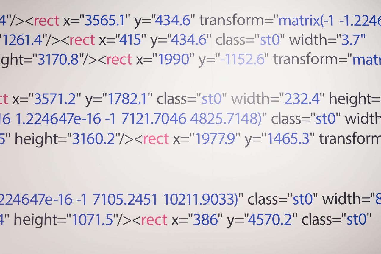 Quellcode in schwarz, blau und pink.