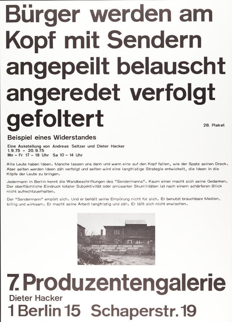 Plakat mit Text: Bürger werden am Kopf mit Sendern angepeilt belauscht angeredet verfolgt gefolter. Beispiel eines Widerstands. Eine Ausstellung von Andreas Seltzer und Dieter Hacker