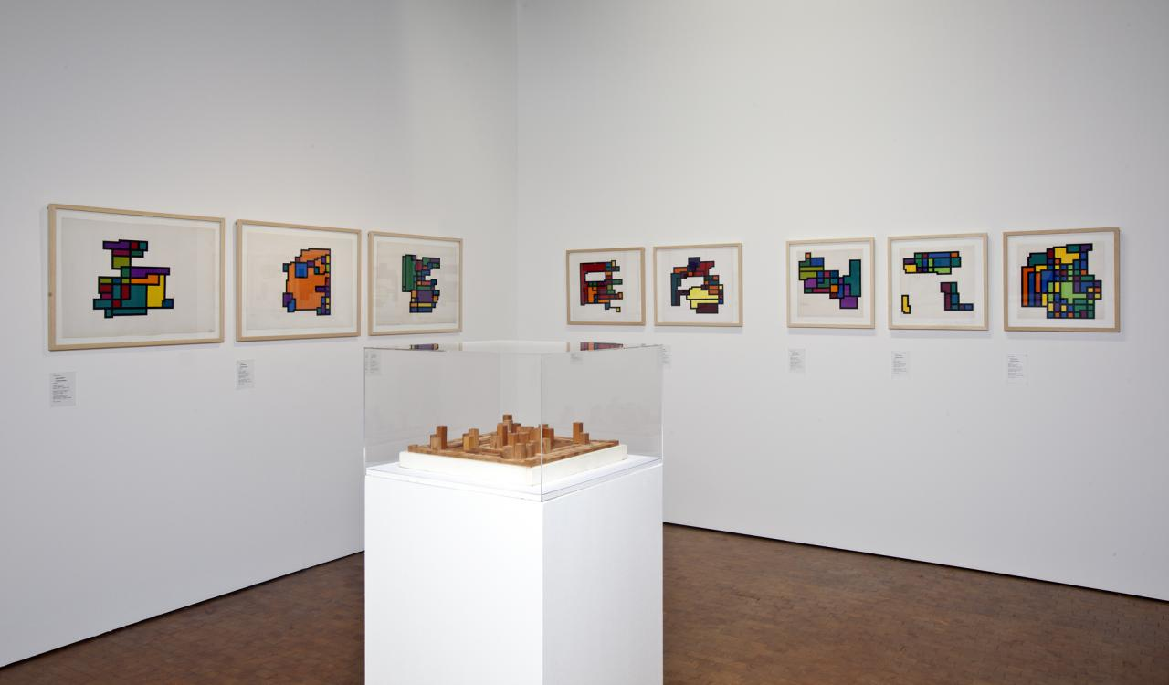 Blick in die Ausstellung »Hiroshi Kawano. Der Philosoph am Computer«, 2011.
