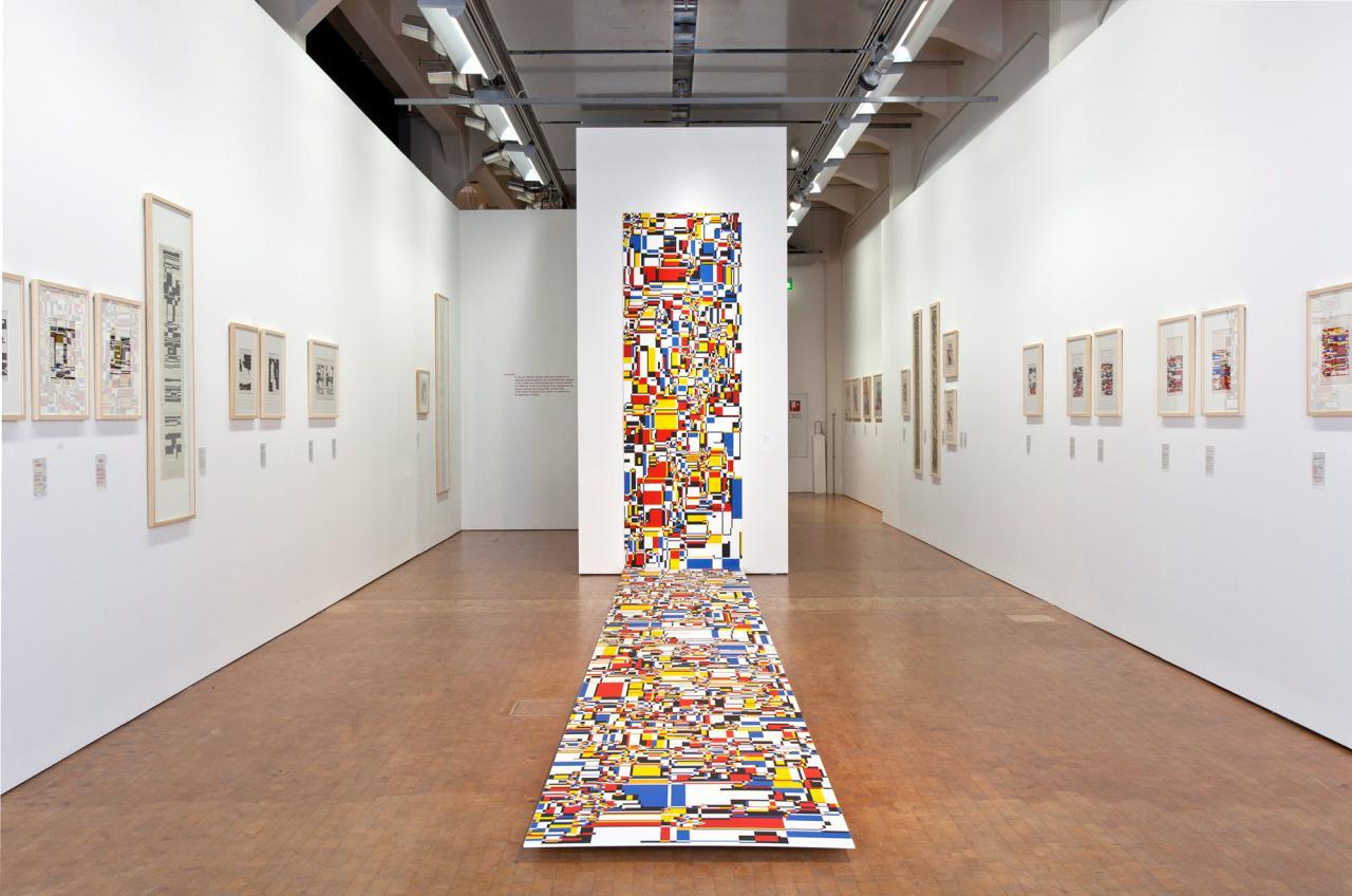 Blick in die Ausstellung »Hiroshi Kawano. Der Philosoph am Computer«