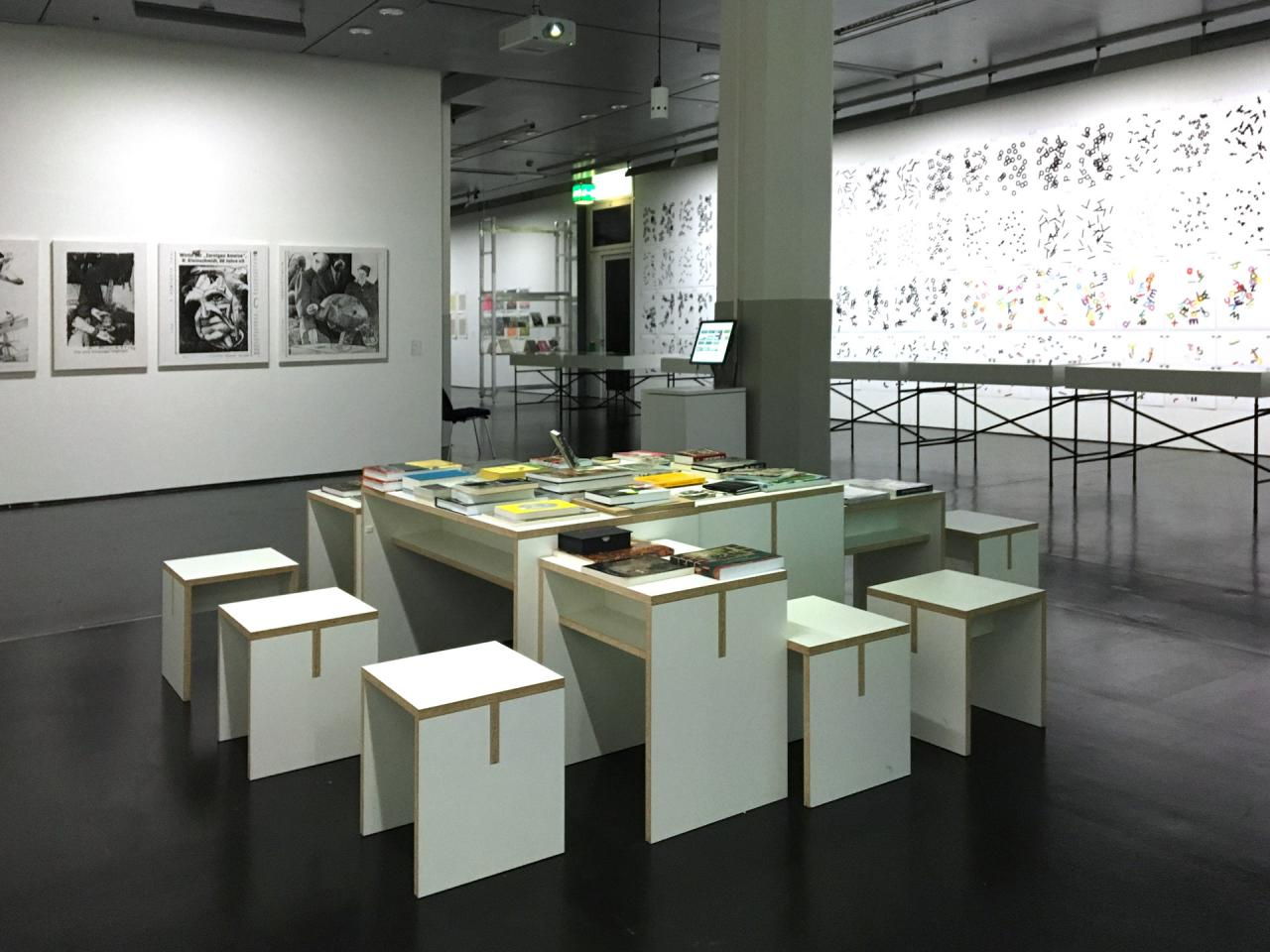 Blick in die Ausstellung »Hansjörg Mayer. The Smell of Ink«