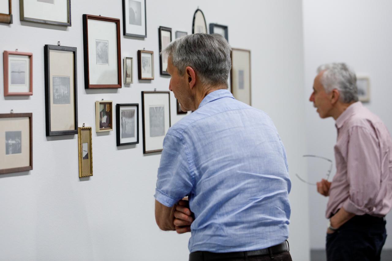 Blick in die Ausstellung »Dieter Hacker. Alle Macht den Amateuren«