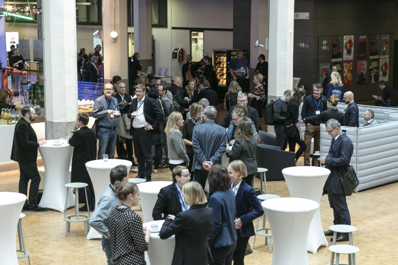 Many people gathered at an event in the context of the forum »Digitale Welten BW«