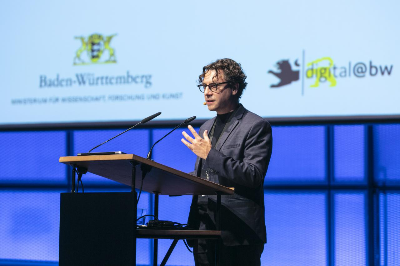 The presentation by Dr. Tobias Wall can be seen at an event within the framework of the forum »Digitale Welten BW«
