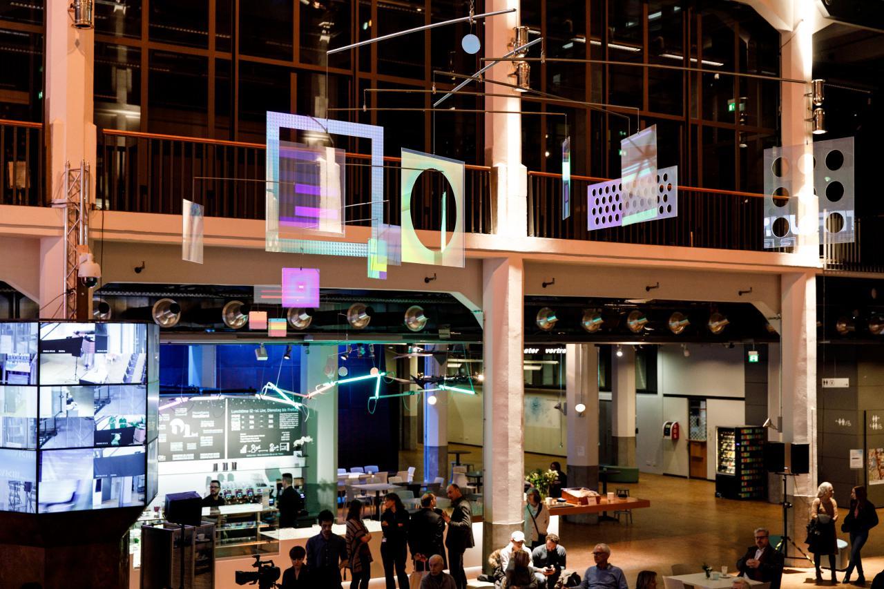 Foyer mit Ausstellungsinstallation von »Dieter Jung. Between and Beyond«