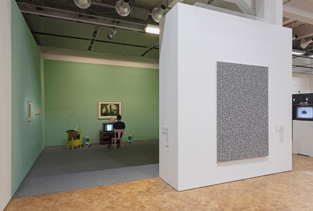 Blick in die Ausstellung auf die Installation »Lorna«