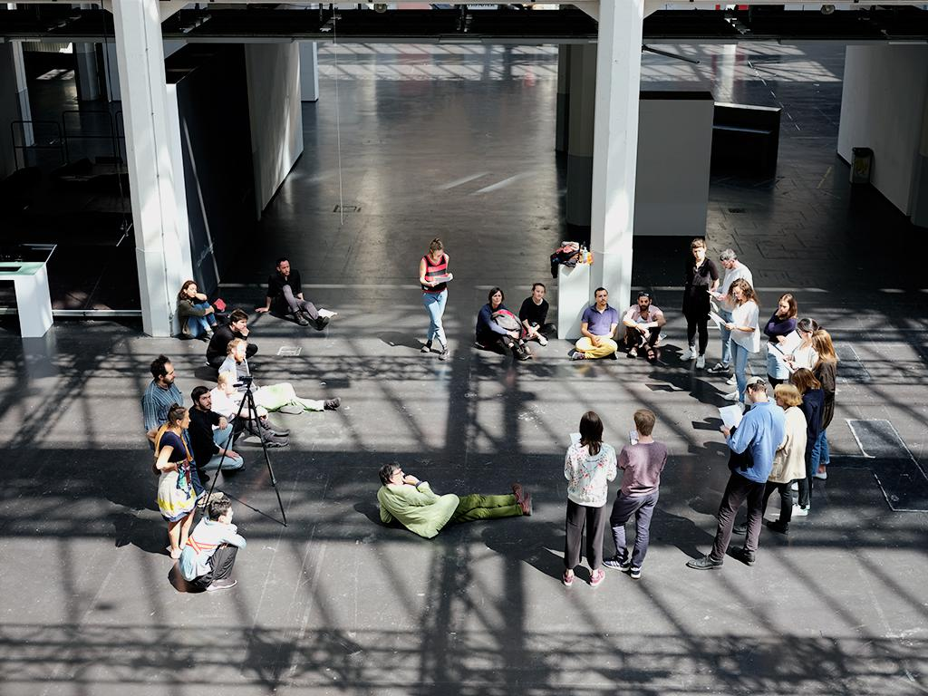 Critical Zones Forschungsseminar an der Staatlichen Hochschule für Gestaltung Karlsruhe (HfG) während der Session im Mai 2018