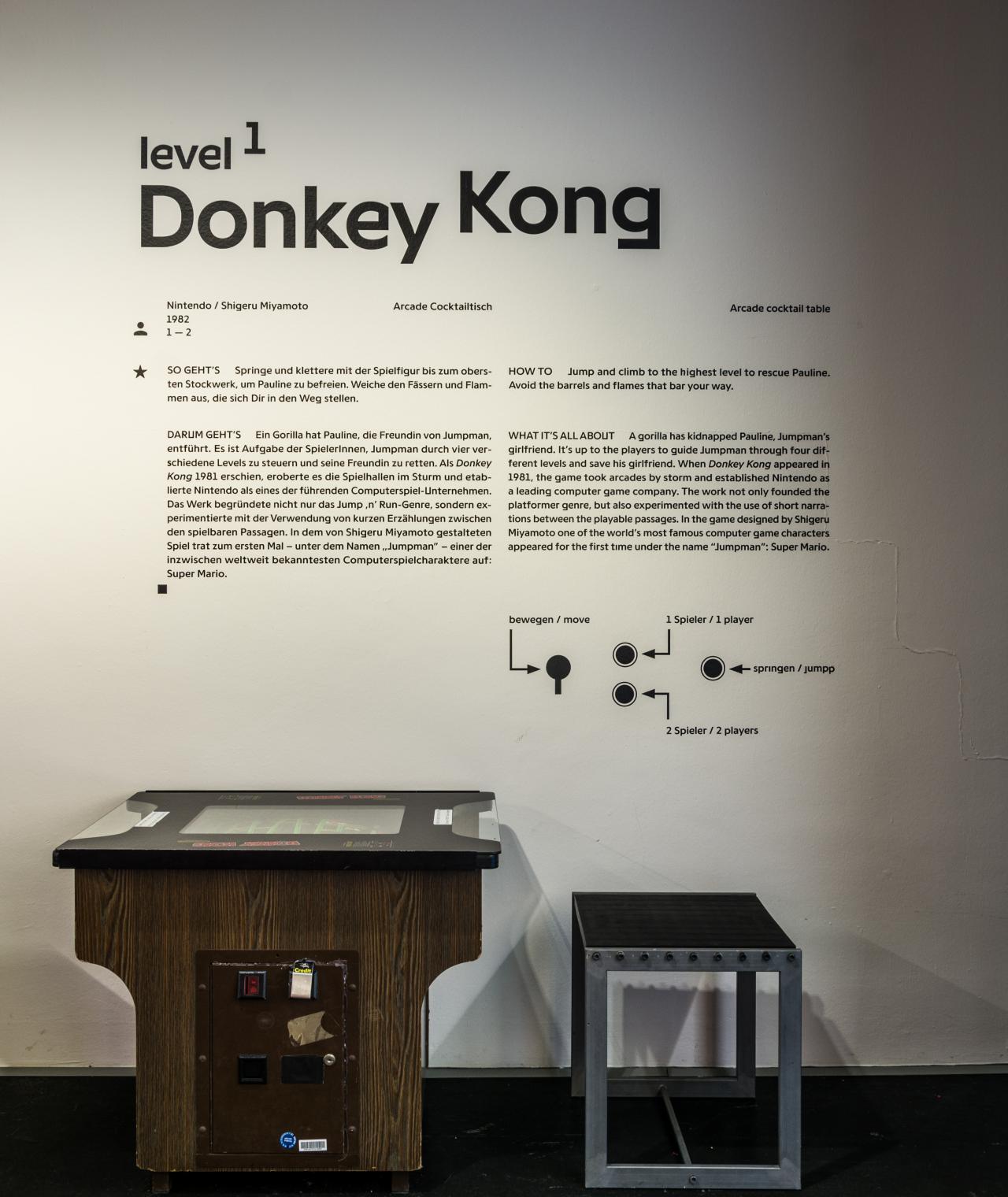 »Donkey Kong« Cocktail Tisch in der Ausstellung »zkm_gameplay. the next level«
