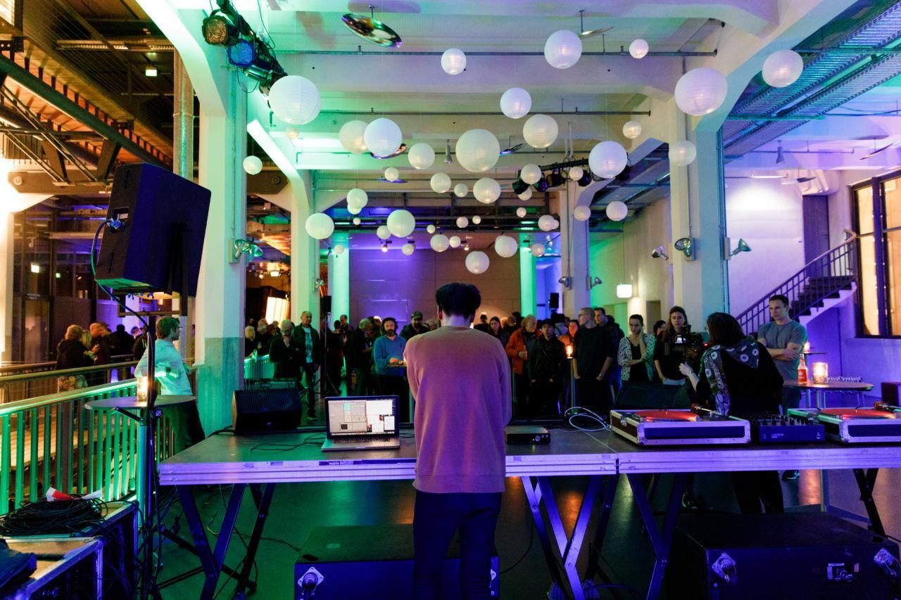 Live-elektronische DJ Performance von David Bird