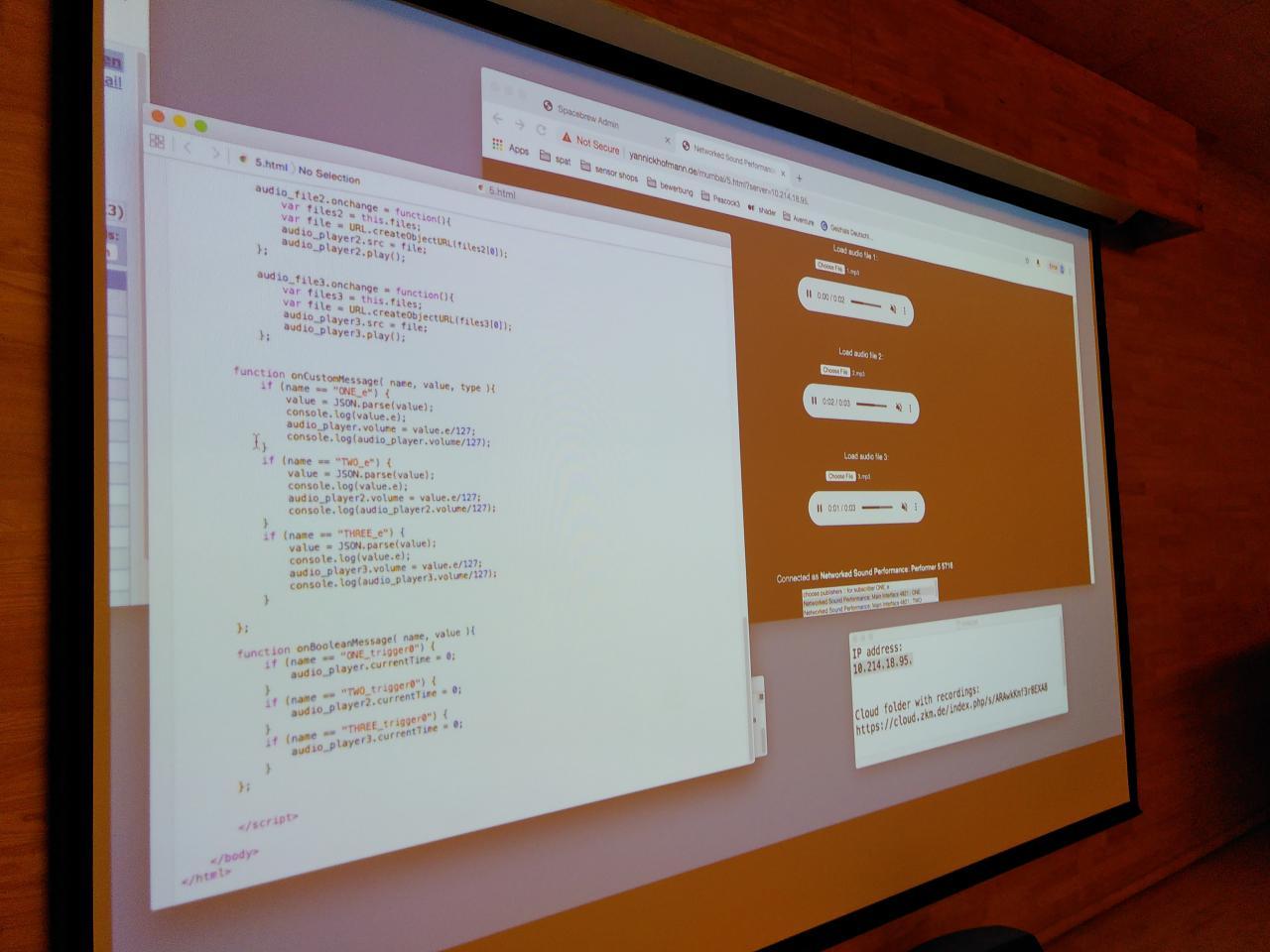Zu sehen sind Bildschirmprojektionen auf einer Leinwand im Rahmen eines Workshops des ZKM im Goethe-Institut in Mumbai.
