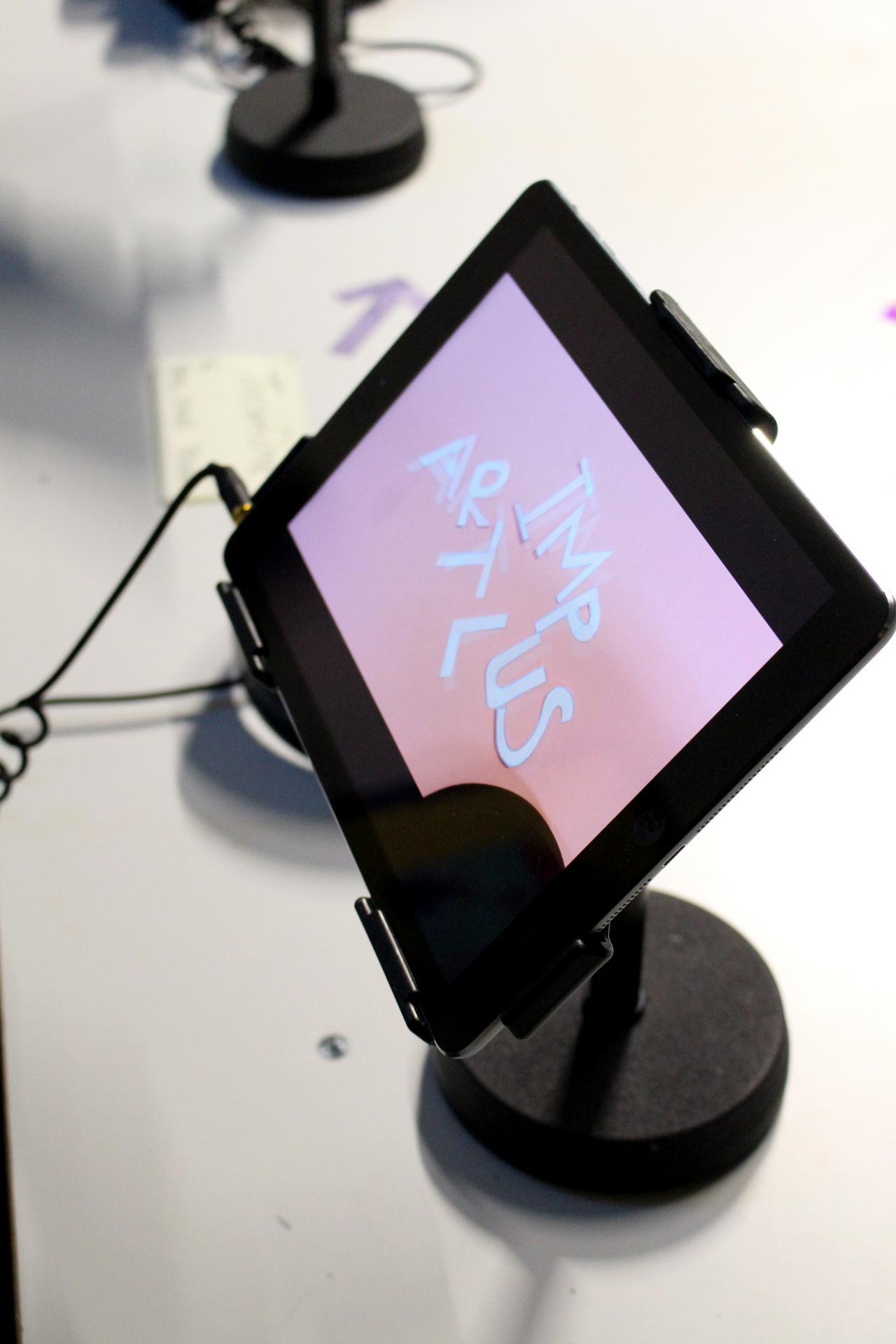 Eine Fotoaufnahme eines iPads im Rahmen der Veranstaltung »Art im Puls«.
