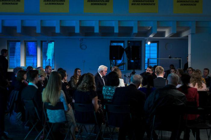 Foreign Minister Frank Walter Steinmeier in a discussion on the future of democracy in the »GLOBAL CONTROL AND CENSORSHIP« exhibition in Žilina.