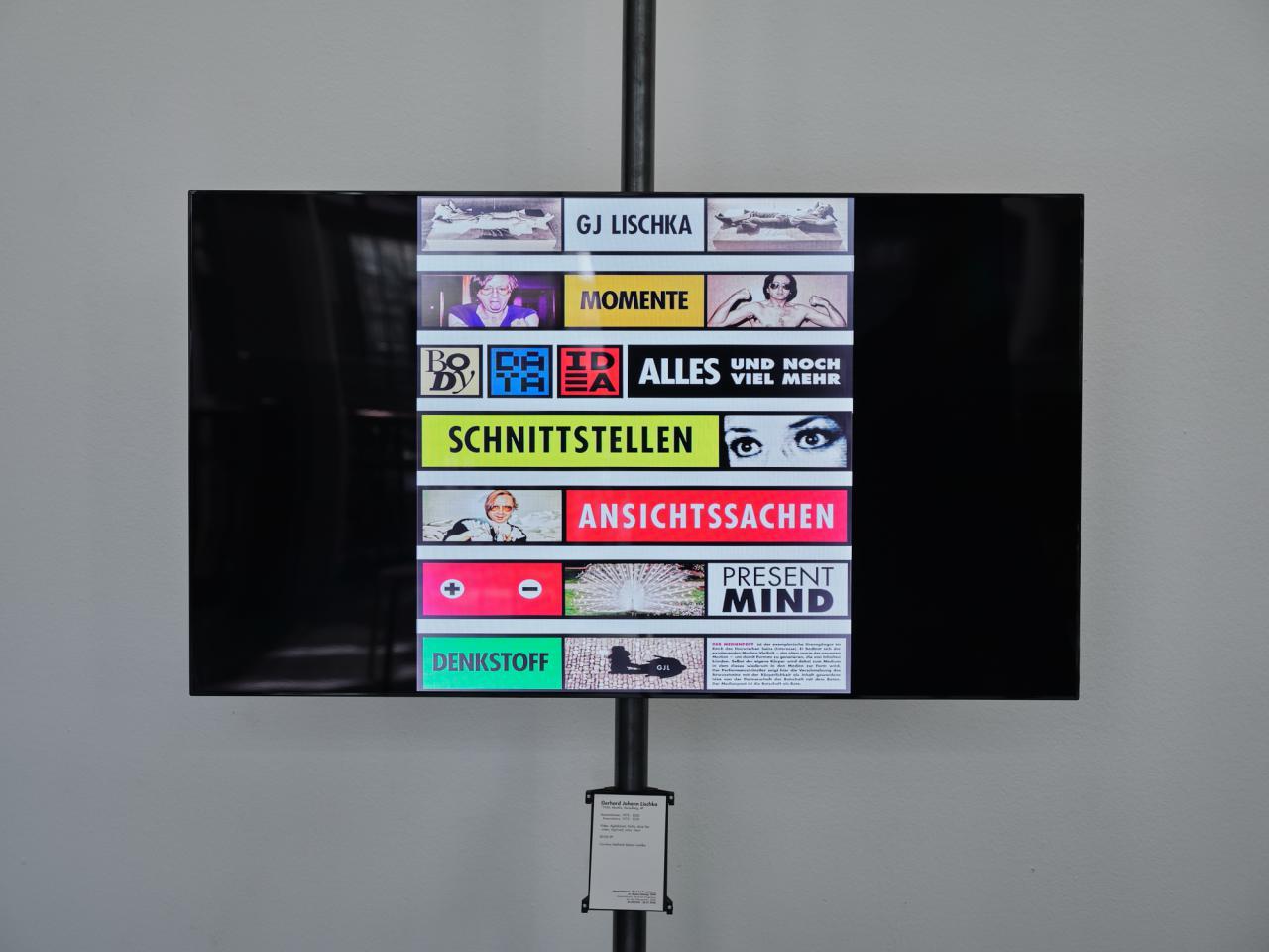 Zu sehen ist ein Bildschirm, auf dem verschiedene Kacheln angezeigt werden.