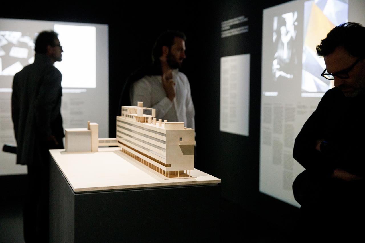 Das Foto zeigt ein Model der Architektur des Bauhaus.