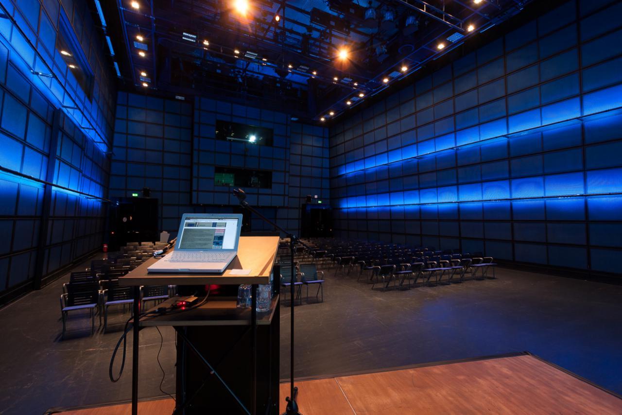 Das ZKM_Medientheater aus Bühnensicht