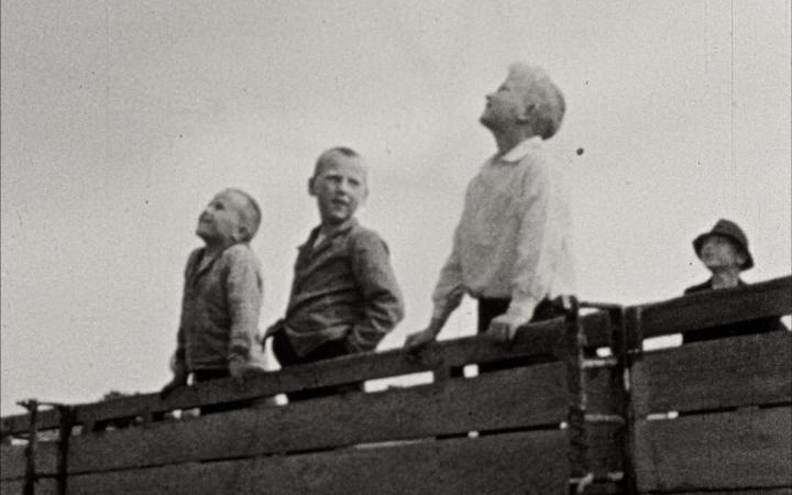 Film-Still aus dem Film »Heiterer Tag auf Rügen« von Ellen Auerbach von 1933