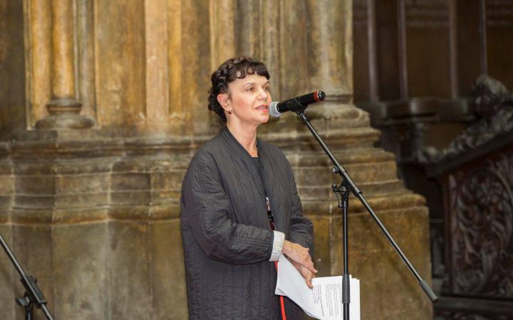 Marina Loshak, die Direktorin des Puschkin Museums, hält ihre Eröffnungsrede