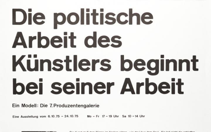 Plakat mit Text: Die politische Arbeit des Künstlers beginnt bei seiner Arbeit. Ein Modell