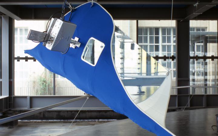 Bilder der freischweibende Klangskulptur von Marco Preitschopf