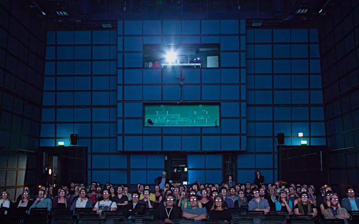 Ein Publikum mit 3D-Brillen